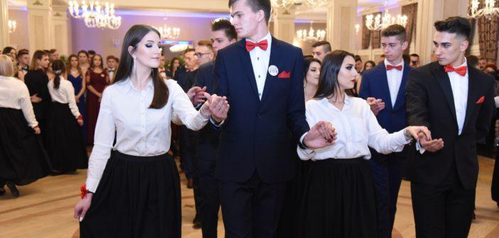 Studniówka uczniów Zespołu Szkół Ponadpodstawowych w Busku-Zdroju